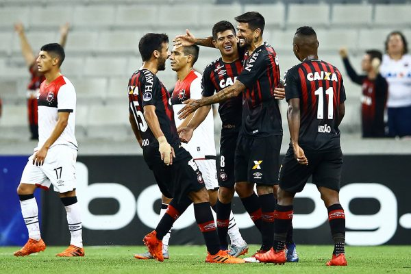 newells-old-boys-vs-atl-paranaense-tip-bong-da-11-5-2018 2