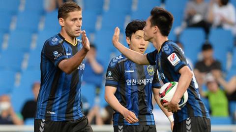 incheon-united-vs-gangwon-fc-tip-bong-da-11-7-2018 2