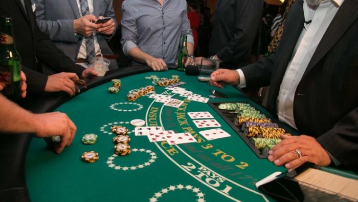 Mong-thay-danh-bai-cung-ban-than-trong-casino
