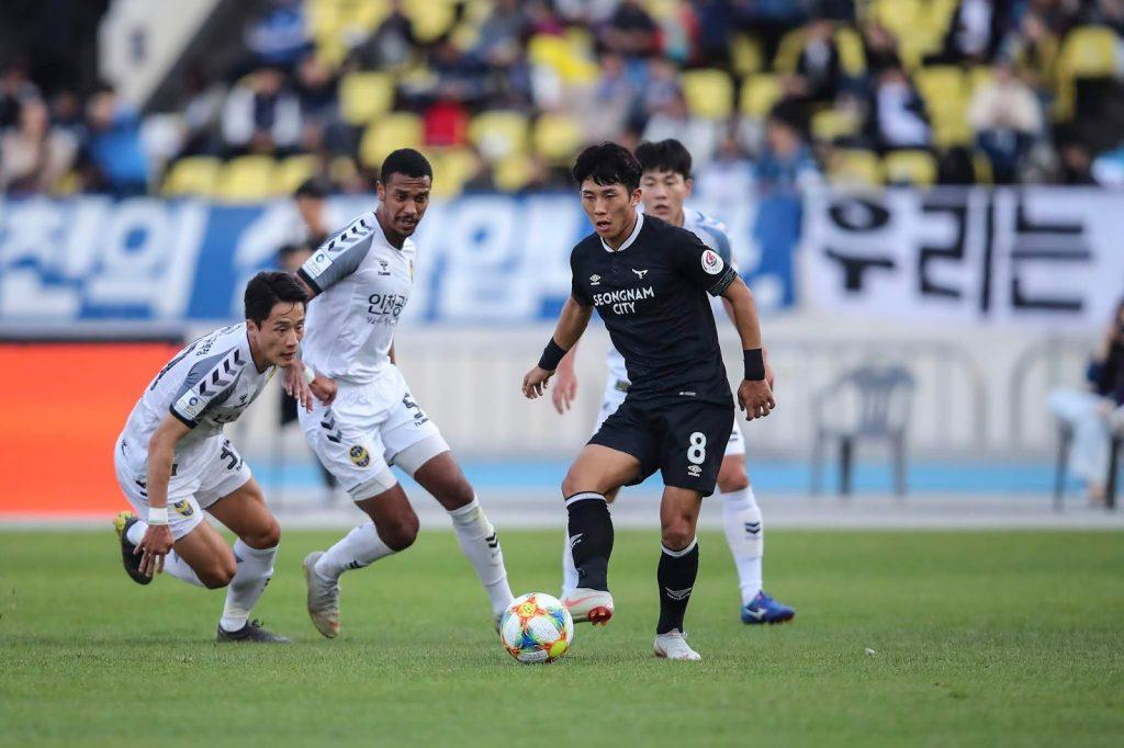 성남탄천종합운동장/ K리그1/ 성남FC vs 인천유나이티드/ 인천 김호남, 성남 주현우 / 사진 이연수